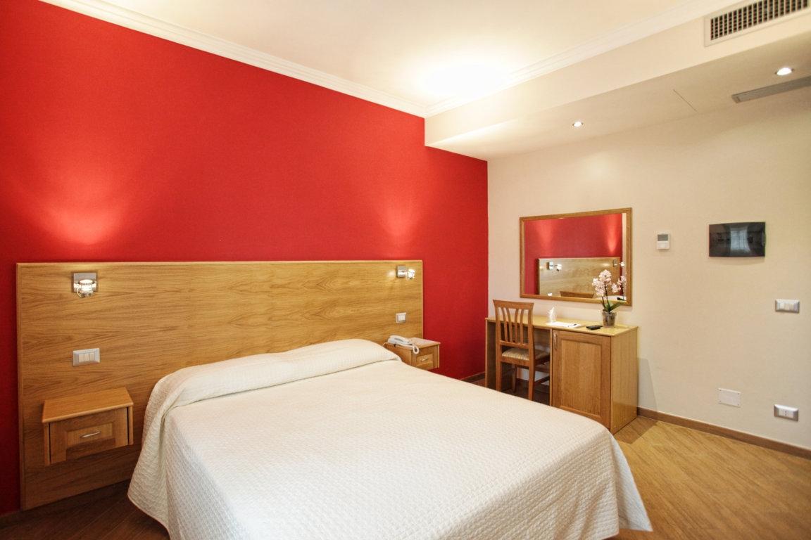 camera rossa hotel carpino